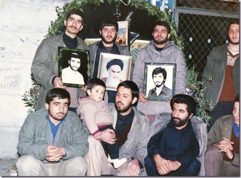 ایستاده سمت راست نفر اول شهید جاویدالاثر تقی شکری نشسته نفر دوم از راس