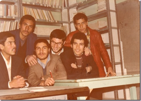 نشسته سمت چپ نفر اول شهید حسن رضائی